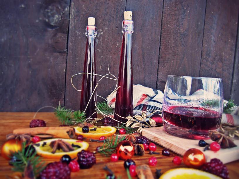 decembrske-pozornosti-vino-z-gozdnimi-sadezi