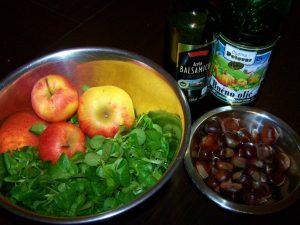 Jesenska solata s kostanjem, motovilcem in jabolkom