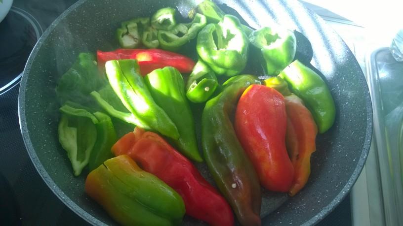 Pečena paprika s česnom