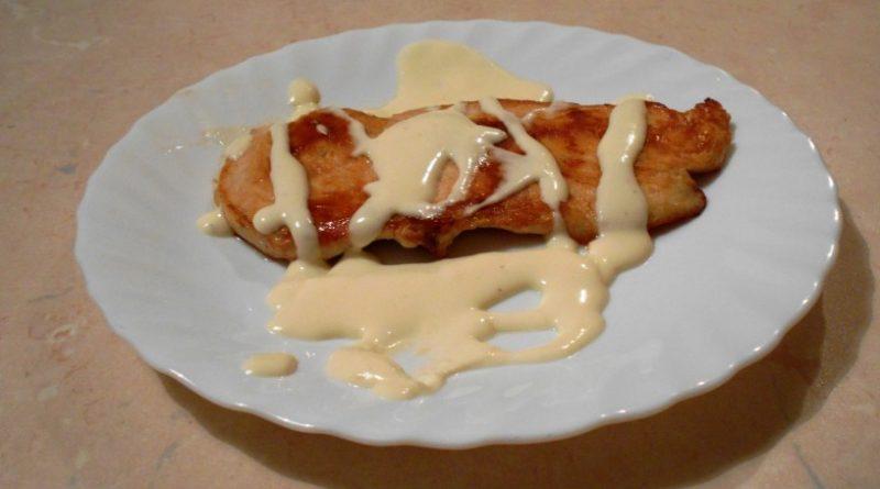 Piščančji zrezki v sirovi omaki