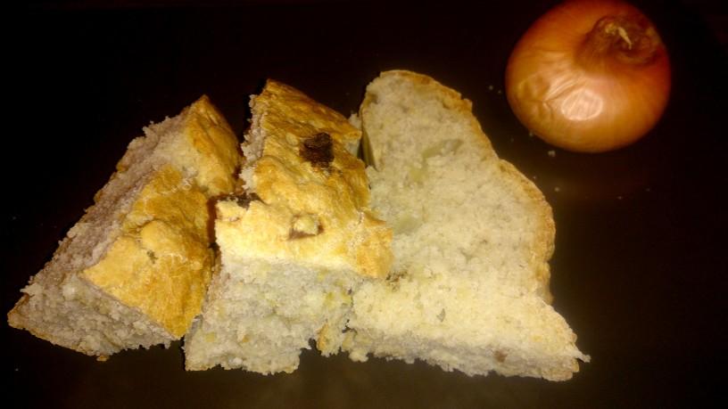 Domač slasten čebulni kruh