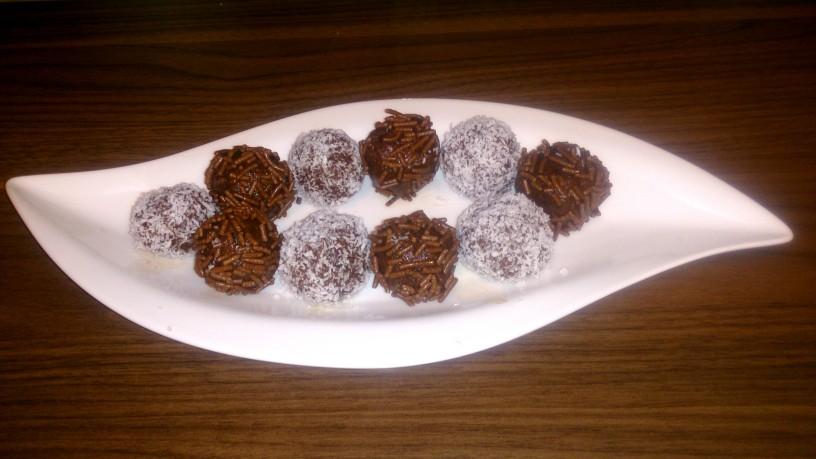 Presne čokoladne kroglice s sadjem