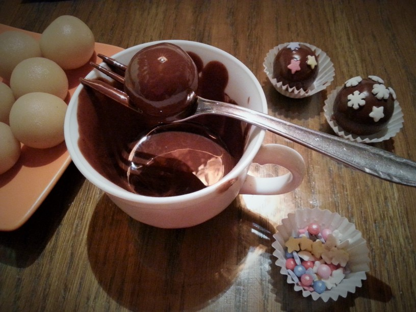 Marcipanove-kroglice-s-cokolado-8