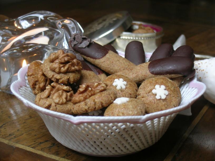 Medenjaki z orehi in poprom obliti s čokolado