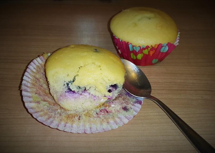 skutni-muffini-polnjeni-z-borovnicami-6