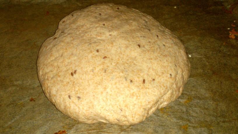 Zdrav pirin kruh z lanenimi semeni