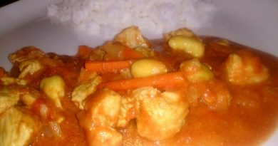 Aromatičen piščanec v omaki z rižem