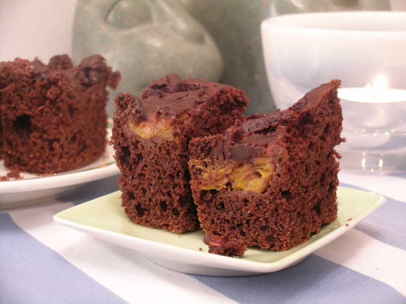 brownie-cokoladne-kocke-z-jogurtom-in-slivami-12