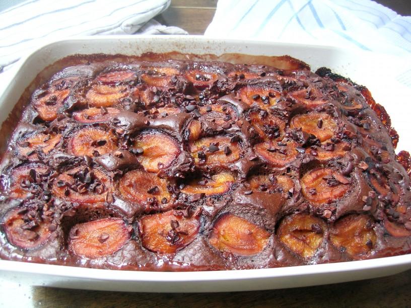 brownie-cokoladne-kocke-z-jogurtom-in-slivami-8