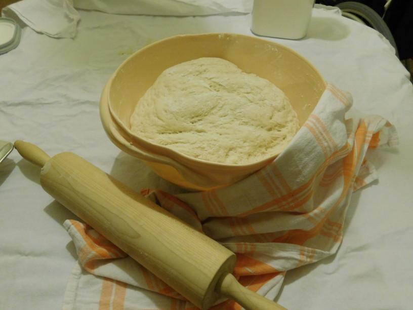 cebulni-kruh-z-jogurtom-da-se-ti-zrola (11)