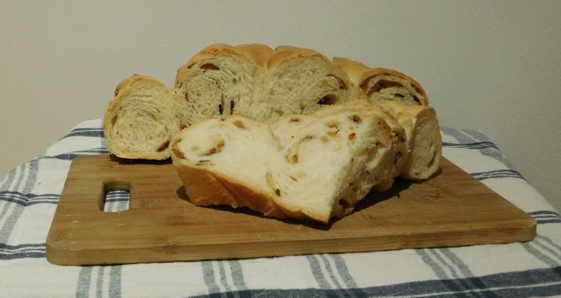 cebulni-kruh-z-jogurtom-da-se-ti-zrola (23)