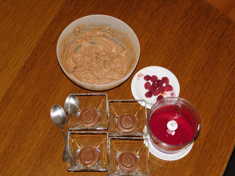 cokoladno-malinov-kaos-v-kozarcu (6)