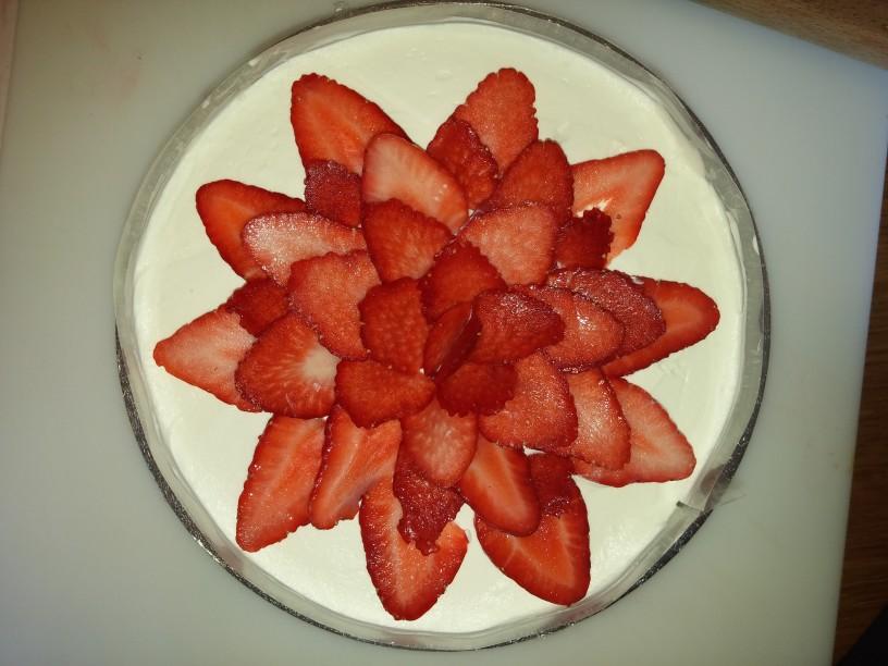 Elegantna jagodna torta