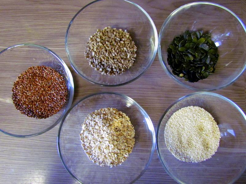 hrustljavi-kruhki-s-semeni-4