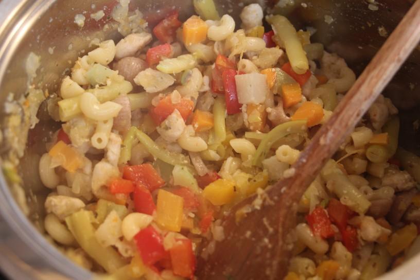 okusni pisani kis z zelenjavo in piscancem (3)
