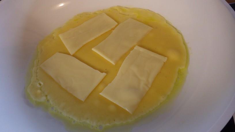 polnjena-sirova-omleta-3