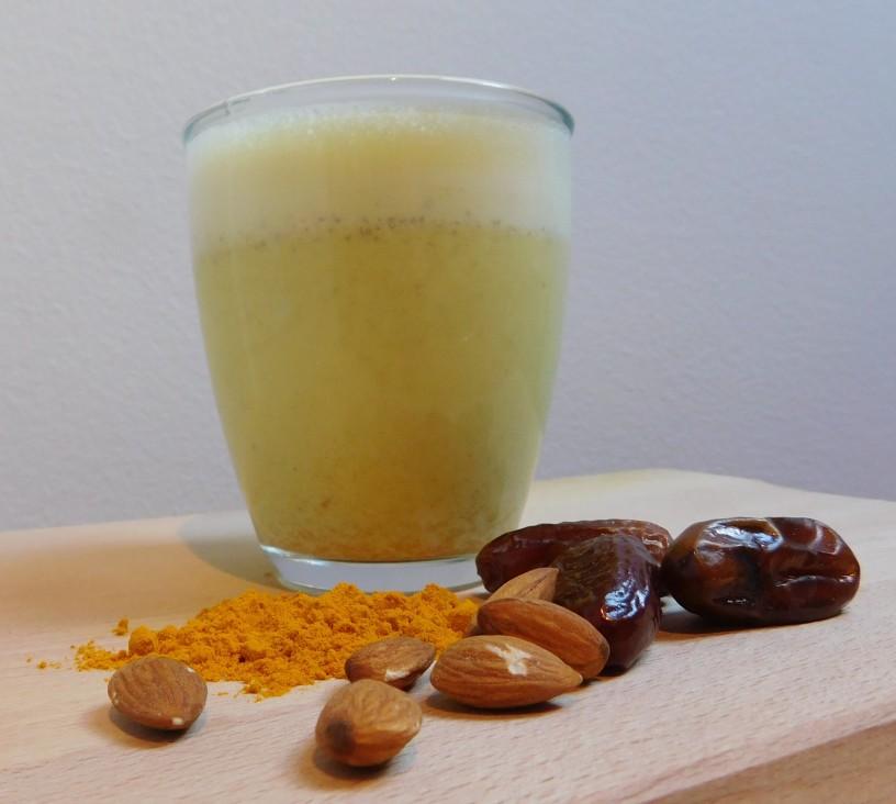 zlato mleko z mandlji in datlji (14)
