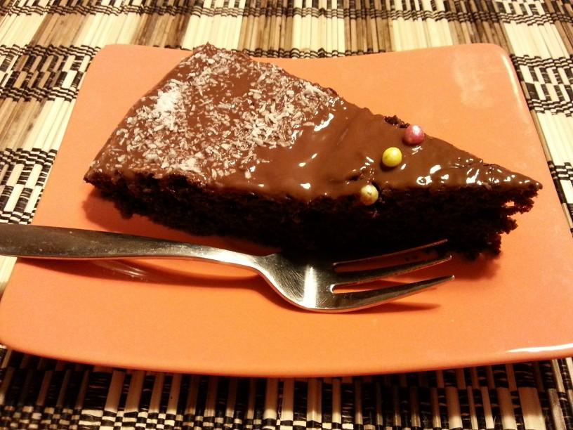 Cokoladna-torta-brez-mleka-in-jajc