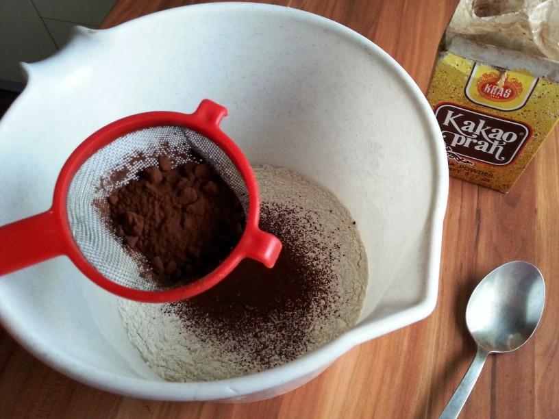Cokoladna-torta-brez-mleka-in-jajc-2