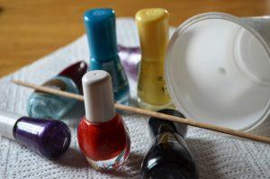 Nasvet-za-barvanje-jajck-z-lakom-za-nohte-1