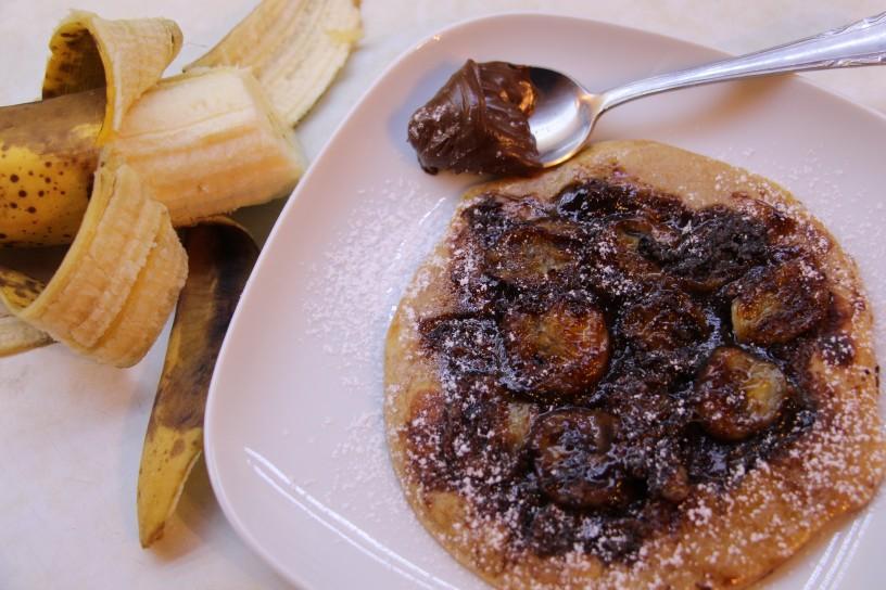 obrnjene palacinke z bozanskimi pecenimi bananami in Nutelo (10)