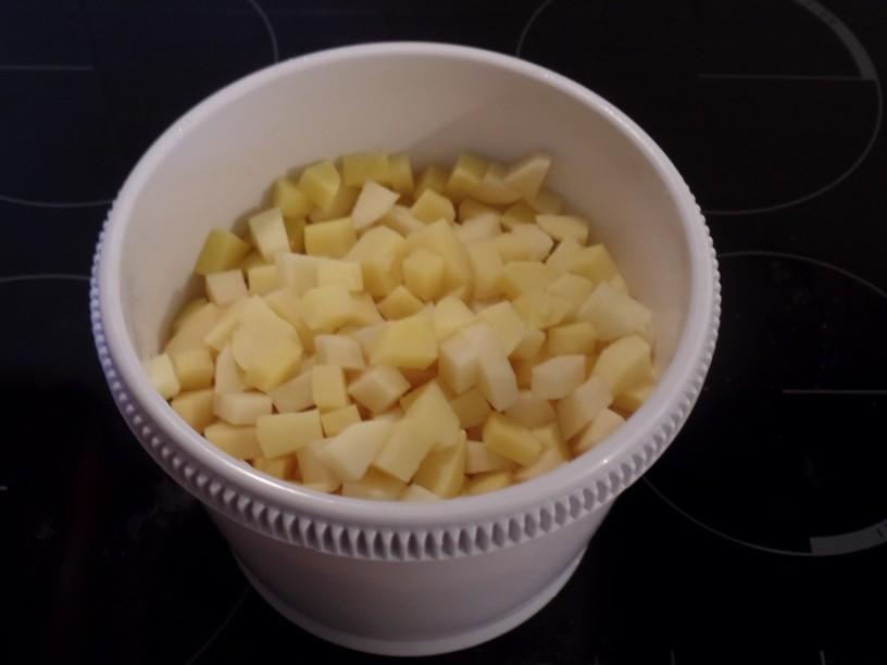 Gratinirane paprike v pečici s krompirjem in sirom