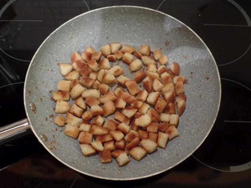 Maslene kruhove kocke iz ponve
