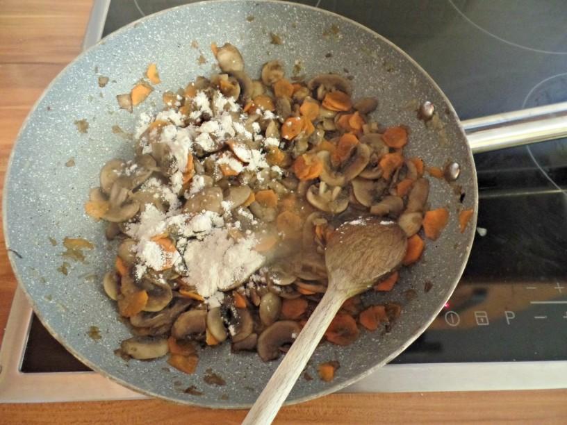 Slastni kruhovi cmoki s sirom in gobami