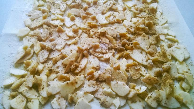 Sočen jabolčni zavitek z marcipanom 3