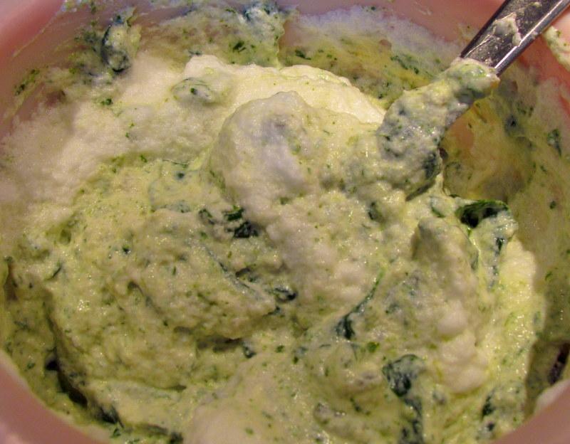 spinacna-pita-s-sirom-in-listi-mlade-rdece-pese-4