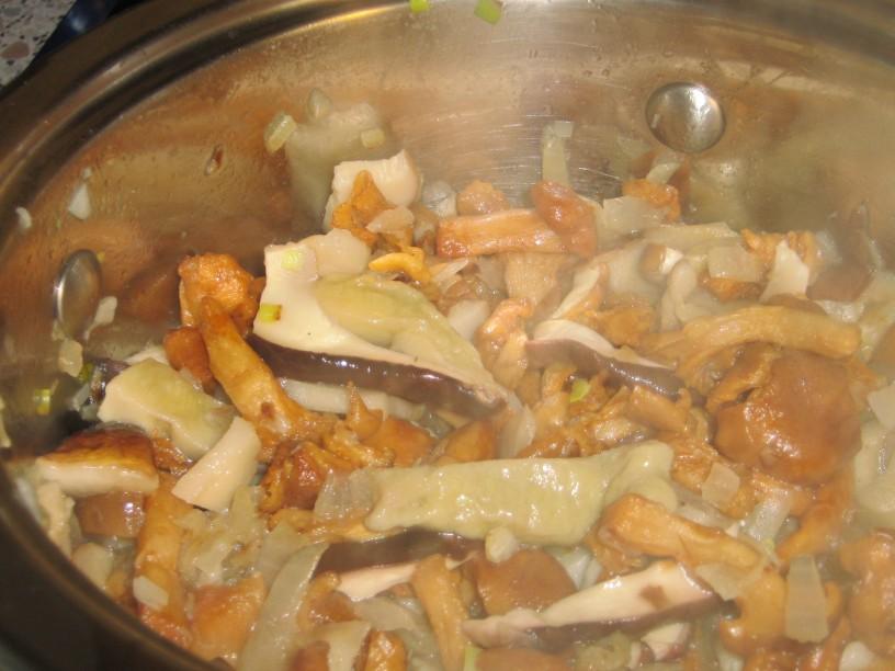 Sanjska rižota z ajdovo kašo, jurčki in lisičkam.