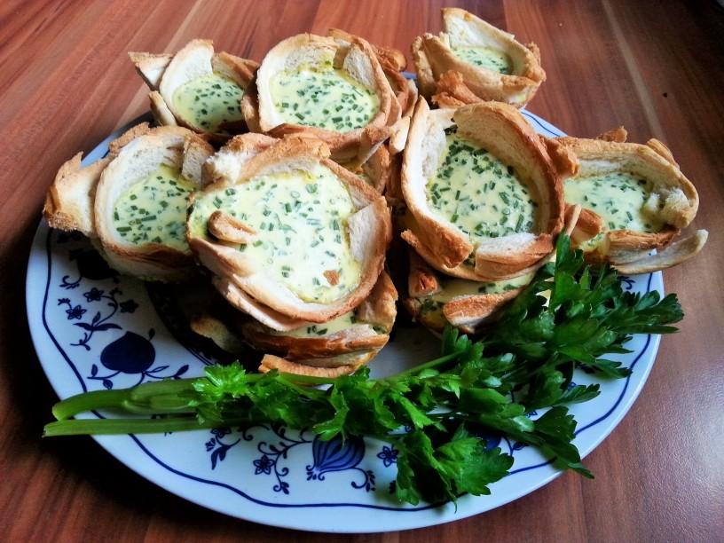 Hitri-prigrizki-kruhove-kosarice-s-sirom-14
