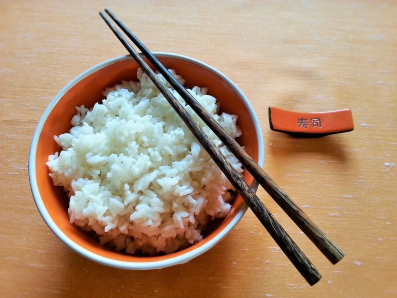 Riz-kot-v-kitajski-restavraciji