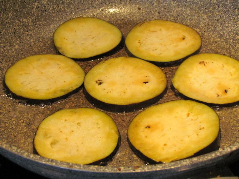 zelenjavna-zlozenka-z-jajcevci-buckami-in-paradiznikom-2