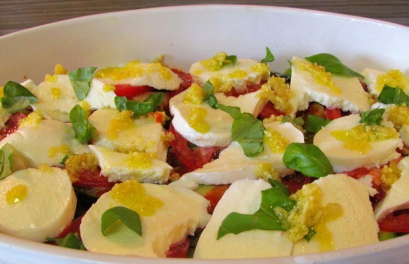 zelenjavna-zlozenka-z-jajcevci-buckami-in-paradiznikom-5