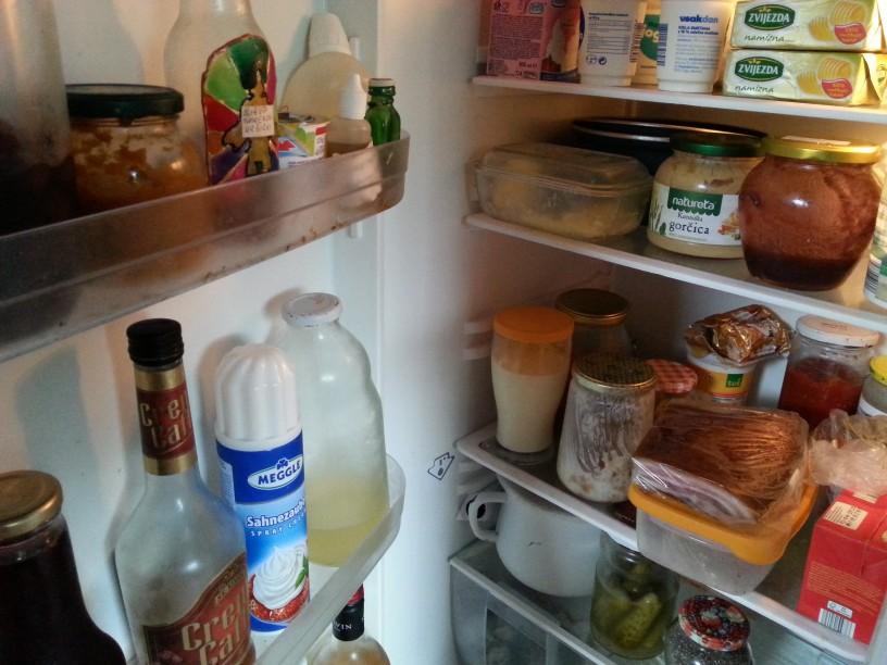 Kako se znebiti neprijetnega vonja v hladilniku?