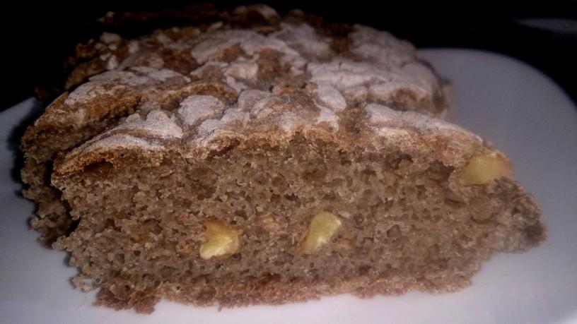 Najboljši ajdov kruh z orehi