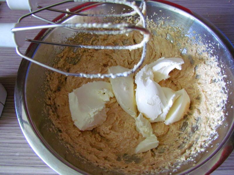 Jagodni-piskoti-z belo-cokolado-1