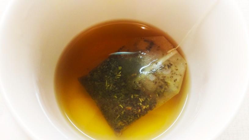 Borovničev smuti z zelenim čajem 1
