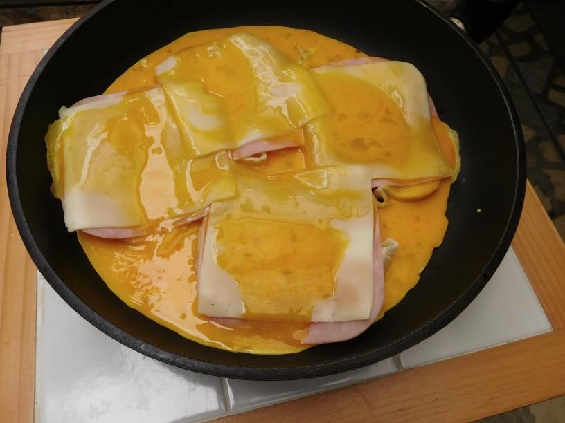 Super jajčni miks s šunko, sirom in kruhom