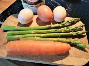 Umesana-jajcka-s-sparglji-in-korenckom-1