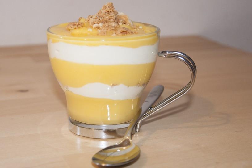 Limonina krema z jogurtom - popolna osvežitev iz lončka
