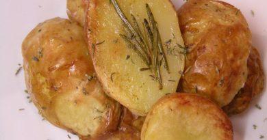 pecen-krompir-z-rozmarinom
