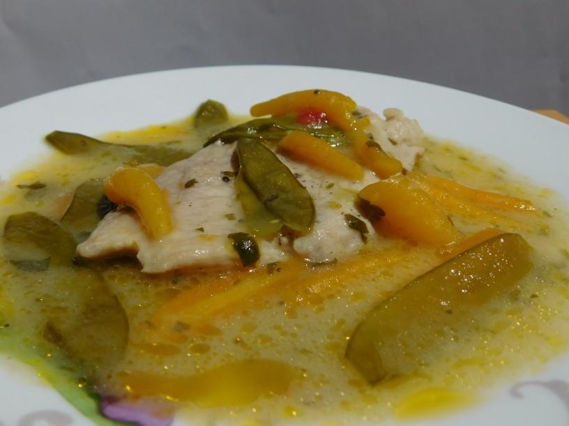 svinjski-zrezki-v-omaki-s-stroki-mladega-graha-in-korenjem (19)