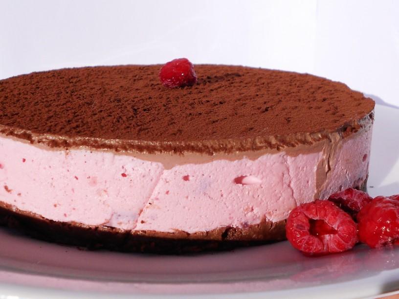Čokoladno-malinova-torta-brez-pečenja