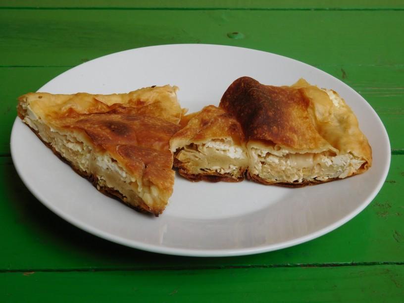 Slastna pita iz skute, zelja in čebule