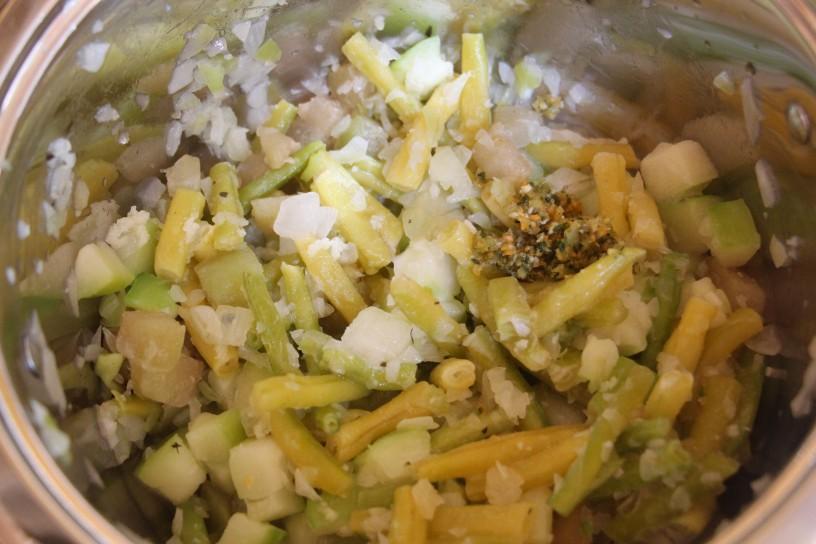Kvinojina zelenjavna pita s hrustljavo podlago in mehko skorjico (3)