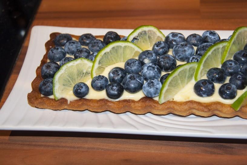 Poletna pita z borovnicami in limetino kremo_6