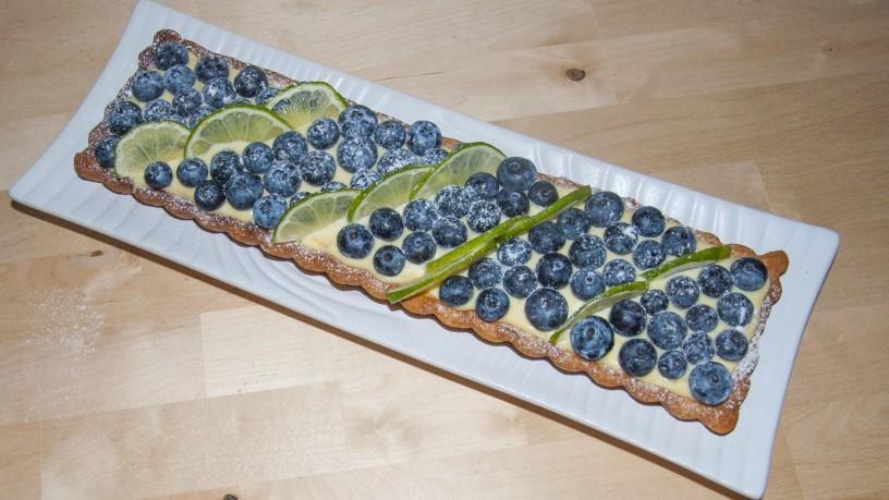 Poletna pita z borovnicami in limetino kremo_8