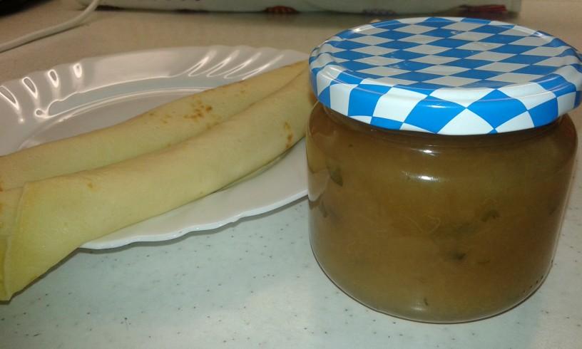 Hruškova marmelada z meliso